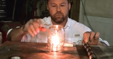 DIY_a_light_bulb_with_pencil_lead