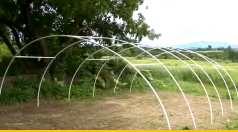Building_a_Greenhouse_-_Constructing_the_PVC_Frame