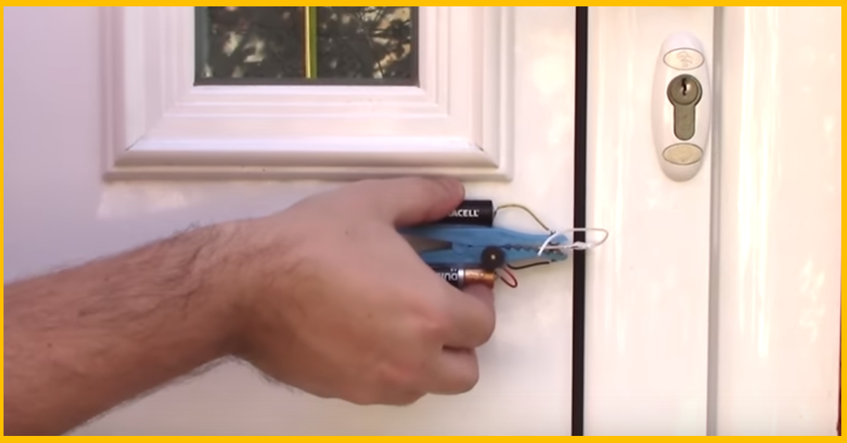 video how to make a simple and effective door alarm page 2 of 2 brilliant diy. Black Bedroom Furniture Sets. Home Design Ideas