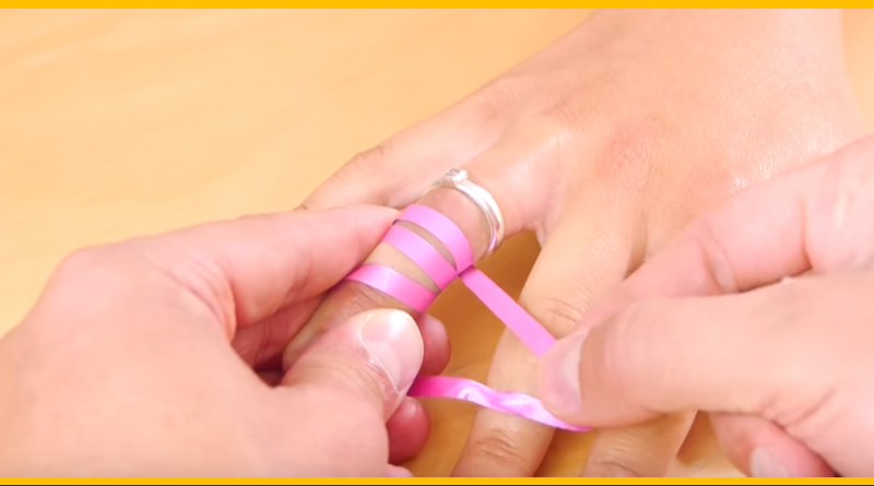 how_to_remove_a_ring_stuck_on_finger_-_life_hack
