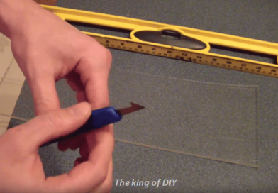 [Video] A Simple Method To Easily Hand Cut Acrylic Glass Sheets.