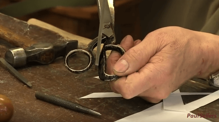 [Video] A Demonstration Of How To Effectively Sharpen Scissors At Home.