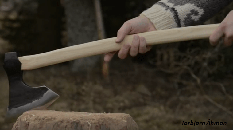[Video] Blacksmithing – How To Forge A Bearded Axe.