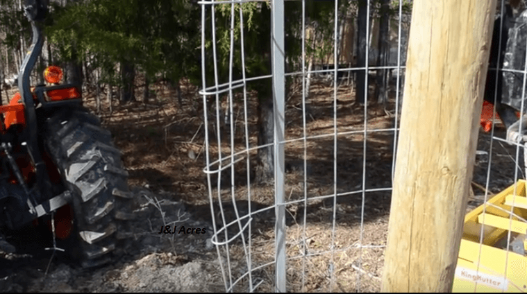 Video how to build a chicken wire fence and pull it tight brilliant diy - Build wire fence foundation ...