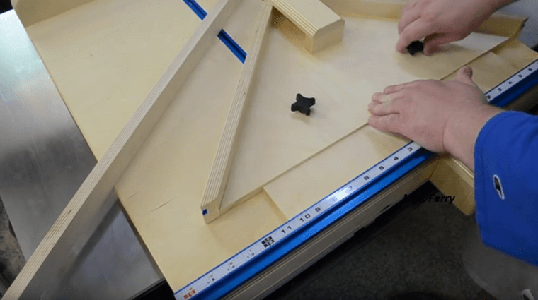 Pleasant How To Make Your Own Table Saw Crosscut Miter Sled Combo Download Free Architecture Designs Scobabritishbridgeorg